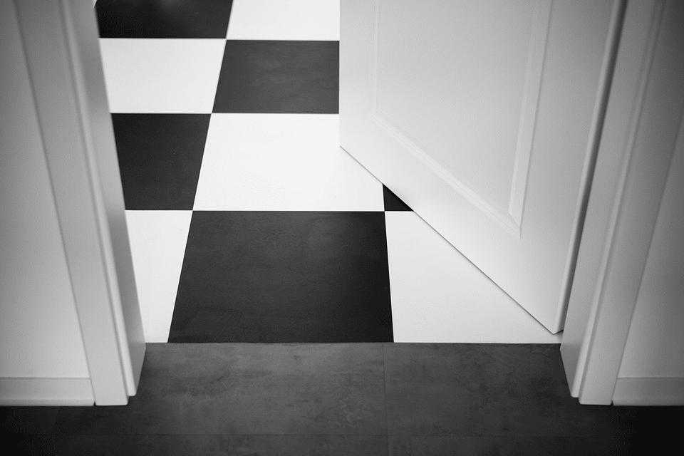 Sebevědomí a nezávislí lidé volí černobílou kombinaci i v interiéru 1