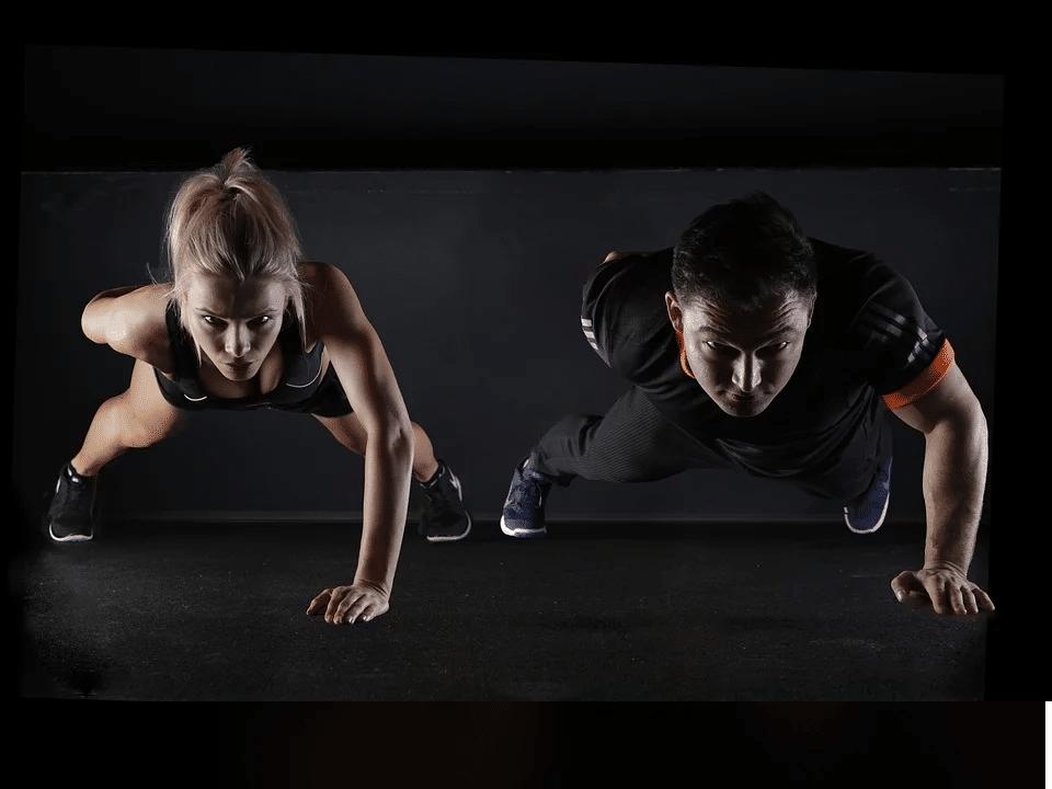 Nemůžete teď do fitka a cvičení o samotě podle videa vás nebaví? Cvičte online! 17