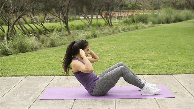 Nemůžete teď do fitka a cvičení o samotě podle videa vás nebaví? Cvičte online! 2