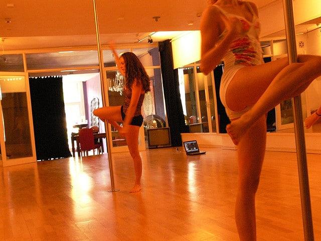 Pole dance - tanec u tyče bez nahoty