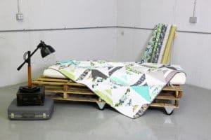 8538060454 2cf317ae42 z 300x200 Šokující trend moderního bydlení – nábytek z palet!