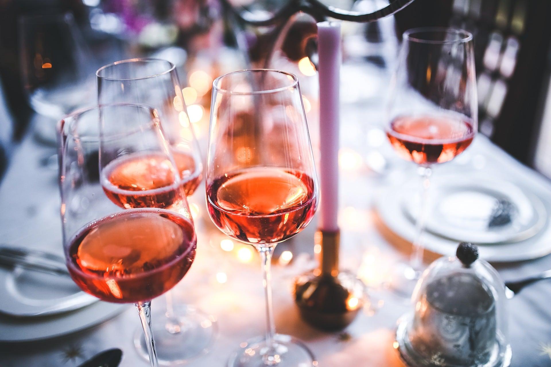 Léto volá po romantických růžových vínech 1