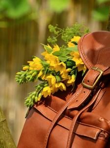Vyměňte kabelky za elegantní batohy – kvůli zdraví! 2