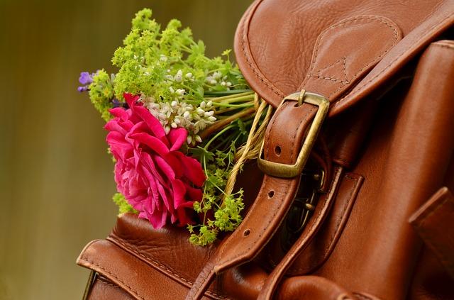 Vyměňte kabelky za elegantní batohy – kvůli zdraví! 1