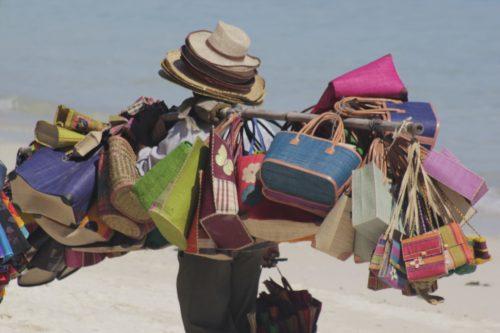 beach-seller-1311403_1920