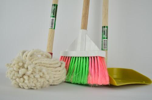 broom 1837434 1920 500x330 Jak na čistou domácnost rychle a efektivně?