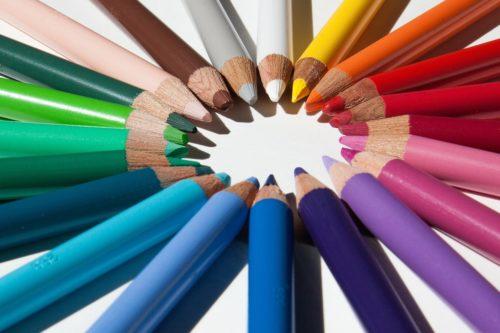 colored pencils 179167 1280 500x333 Jarní trendy pro váš interiér