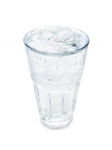 mineral water 1431128 m Které jídlo vás nabudí a které naopak unaví?