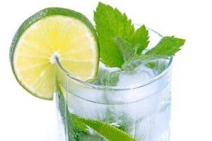 mineral water 1473863224 300x200 Znáte tyto rady, kterými spolehlivě zaženete chuť na sladké?