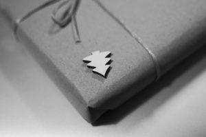 present 1478335237 300x199 Nevíte, jaký vybrat dárek k Vánocům svému příteli? Přinášíme 5 tipů!