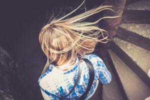 Důvody, proč máte mastné vlasy 2